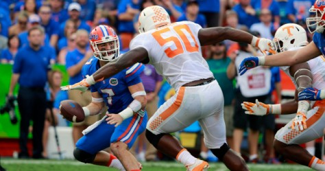 Sep 26, 2015; Gainesville, FL, USA; Florida Gators quarterback Will Grier (7) drops back as Tennessee Volunteers defensive lineman Corey Vereen (50) defends during the second half at Ben Hill Griffin Stadium. Florida Gators defeated the Tennessee Volunteers 28-27. Mandatory Credit: Kim Klement-USA TODAY Sports